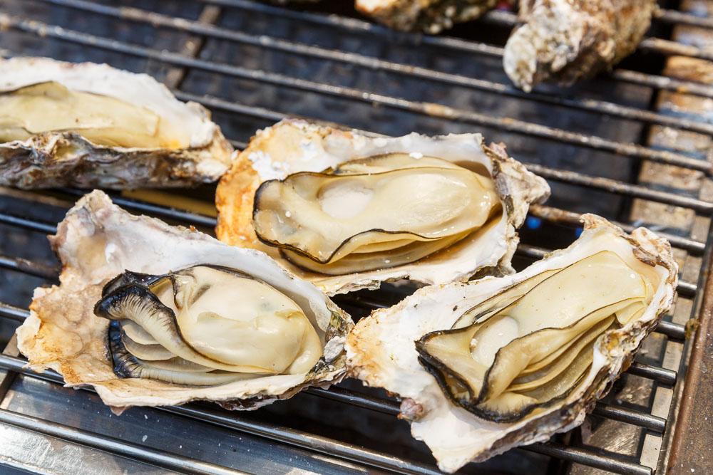 Japan Miyajima oysters 02