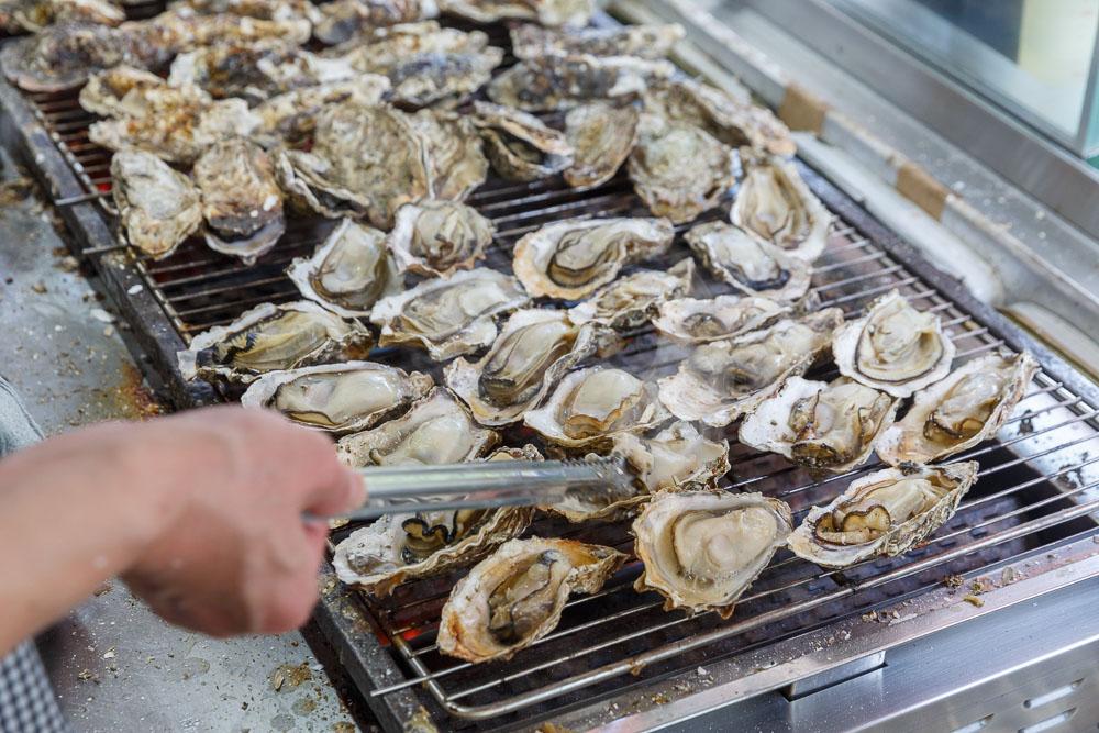 Japan Miyajima oysters 04