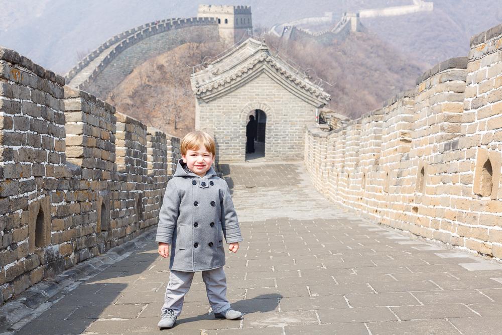 Antoine sur la Grande Muraille de Chine