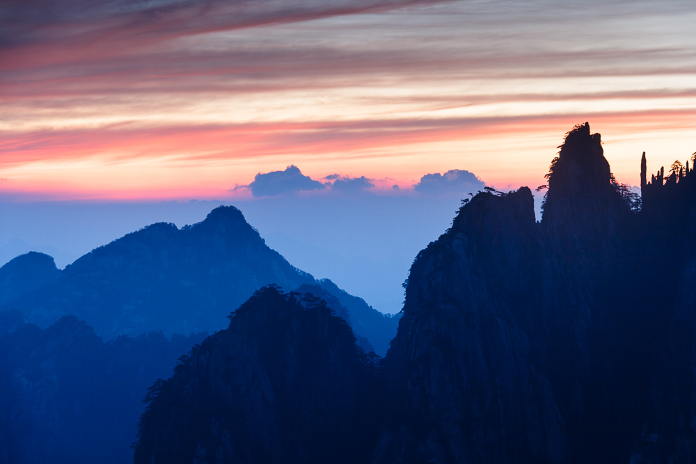 Sunrise on Huang Shan Mountains (UNESCO World Heritage).