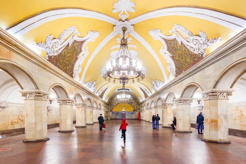 Christmas in Moscow in Russia - Noel a Moscou en Russie - Métro Komsomolskaïa